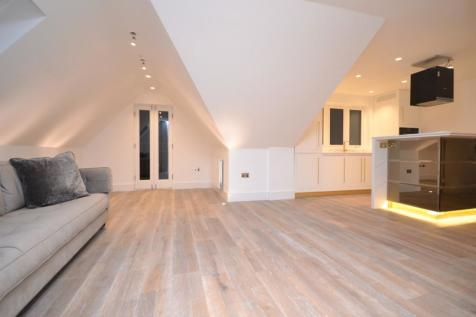 Highland Avenue, Brentwood, Essex, CM15. 2 bedroom penthouse