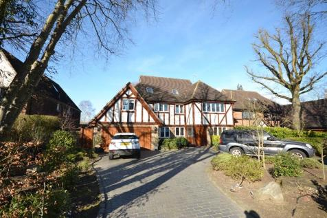 Ridgeway, Hutton Mount, Shenfield, Brentwood, Essex, CM13. 6 bedroom detached house