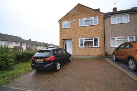 Plane Tree Close, Chelmsford, Essex, CM2. 3 bedroom end of terrace house