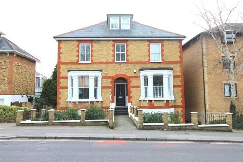 Queens Road, Brentwood. 2 bedroom flat