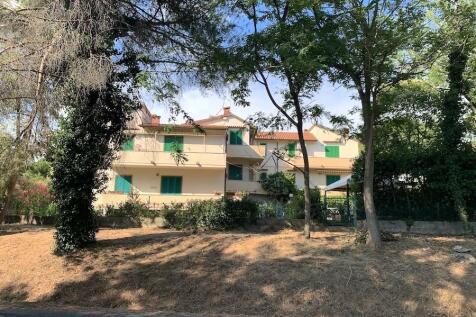 Castiglioncello, Livorno, Tuscany. 3 bedroom semi-detached house