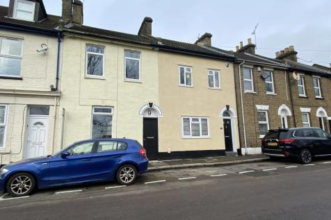 Glanville Road, Strood. 3 bedroom terraced house