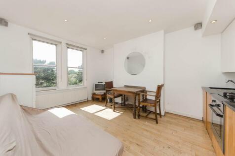 Fulham Palace Road, Fulham, SW6. 3 bedroom flat