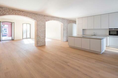 Berlin, Berlin. 4 bedroom flat for sale