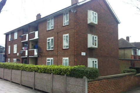 The Broadway, Southall. 3 bedroom flat