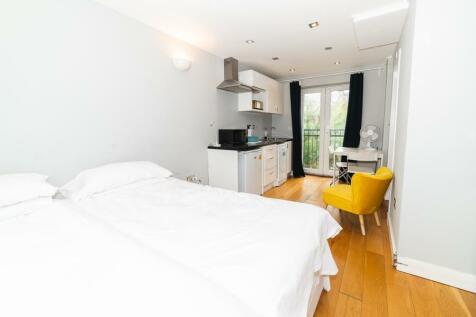 Sandycombe Road, Kew TW9. 1 bedroom flat