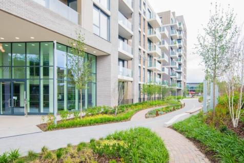 Queens Hurst, Kingston upon Thames. 3 bedroom apartment