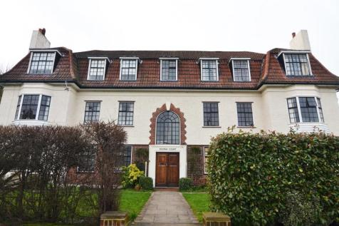 Gloucester Road, Teddington, TW11. 3 bedroom apartment