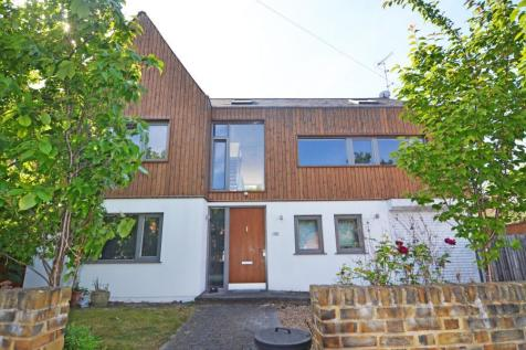 Coleshill Road, Teddington, TW11. 4 bedroom detached house