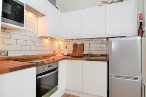 Queens Road, Twickenham, TW1. 2 bedroom flat