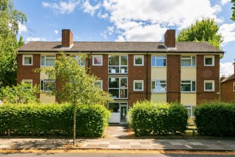 McDougall Court, North Road, Kew, Richmond TW9. Studio flat
