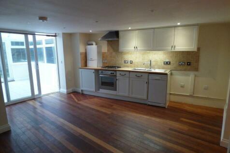 High Street, Ventnor. 1 bedroom flat for sale