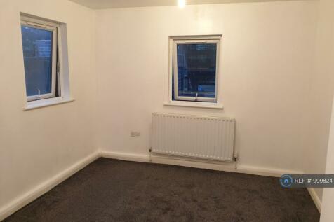 Wood Vale, Honor Oak Park, SE23. 2 bedroom flat