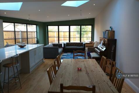 Lynwood Road, Redhill, RH1. 4 bedroom house share