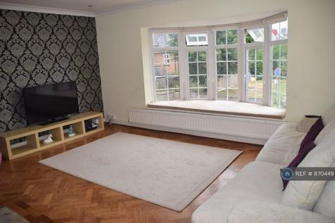 Merry Hill Road, Bushey, WD23. 3 bedroom flat