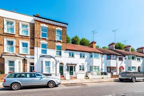 North End Road, London, NW11. 3 bedroom flat