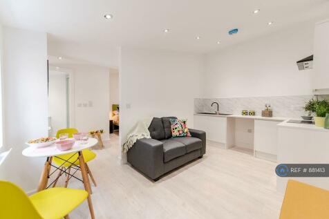 Hunters Lane, Oldham, OL1. 1 bedroom flat