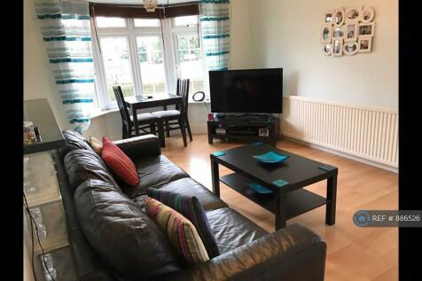 Tomswood Hill, Hainault, IG6. 1 bedroom flat