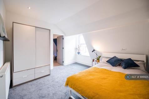 Broadway, London, DA6. 5 bedroom flat share