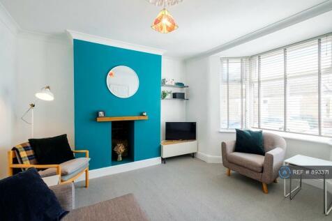 Majendie Road, London, SE18. 3 bedroom terraced house
