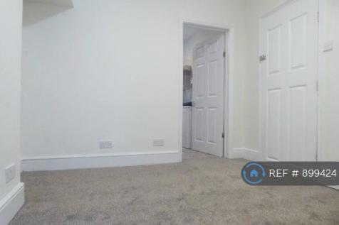County Road, Swindon, SN1. 1 bedroom flat