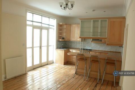 Camberwell Grove, London, SE5. 3 bedroom flat