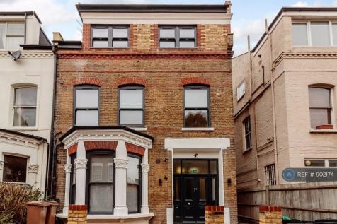 Adolphus Road, London, N4. Studio flat