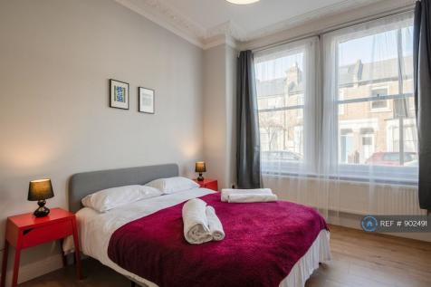 Biscay Road, London, W6. 2 bedroom flat