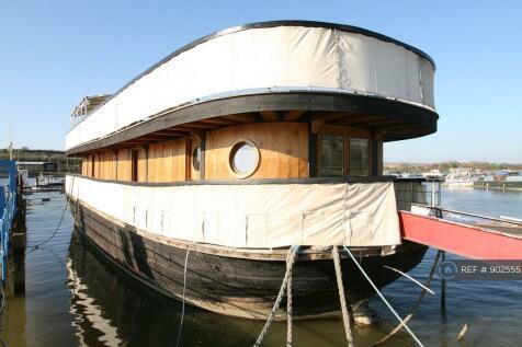 Medway Bridge Marina, Rochester, ME1. 6 bedroom house boat