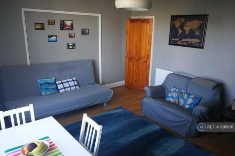 Station Road, Southend-On-Sea, SS0. 2 bedroom flat