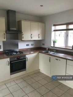 Ryeland Croft, Oakridge Park, Milton Keynes, MK14. 2 bedroom terraced house