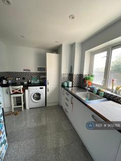 Cherry Court, Essex, IG6. 2 bedroom flat