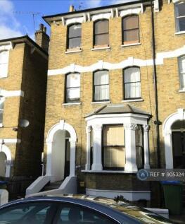 Bennett Park, London, SE3. Studio flat