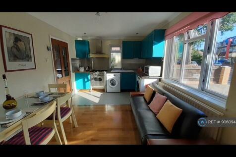 Twining Avenue, Twickenham, TW2. 3 bedroom house share