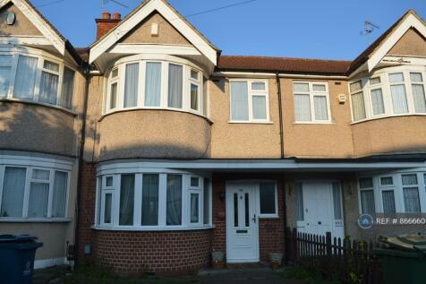 Ravenswood Crescent, London, HA2. 3 bedroom terraced house