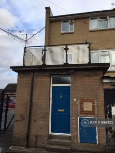 Sutton Court Road, Uxbridge, UB10. 4 bedroom house share