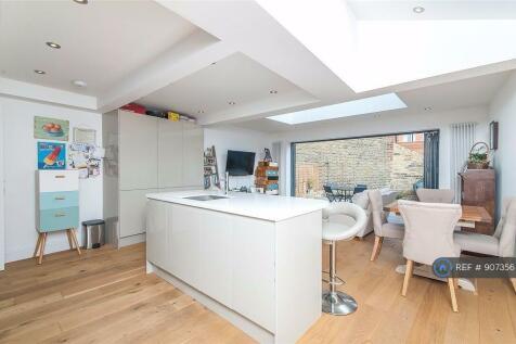 Geraldine Road, London, SW18. 2 bedroom flat
