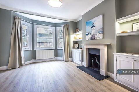 Candahar Road, Battersea, SW11. 3 bedroom maisonette