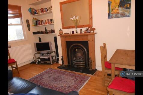 Stormont Road, London, SW11. 2 bedroom flat