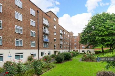 Attleborough Court, London, SE23. 2 bedroom flat