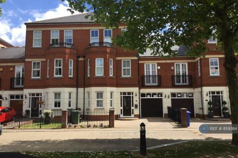 The Boulevard, Woodford Green, IG8. 4 bedroom semi-detached house