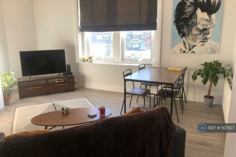 Queens Road, Weybridge, KT13. 2 bedroom flat