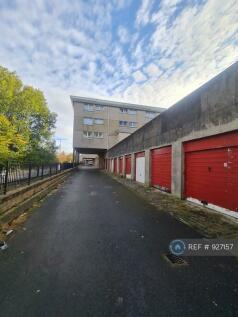 Belville Street, Greenock, PA15. 2 bedroom flat