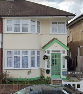 Maypole Crescent, Ilford, IG6. 3 bedroom semi-detached house