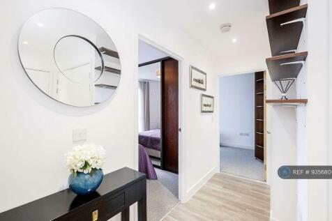 Adenmore Road, London, SE6. 2 bedroom flat