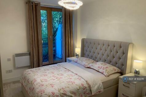 Albemarle Road, Beckenham, BR3. 2 bedroom flat