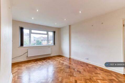 Malcolm Court, Stanmore, HA7. 2 bedroom flat