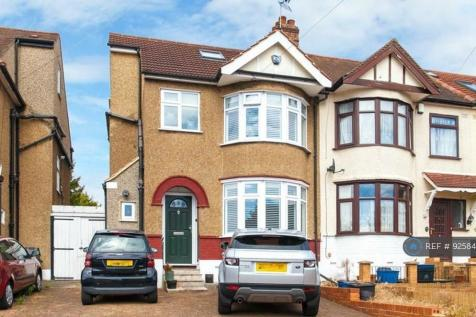 Ridgeway, Woodford Green, IG8. 3 bedroom end of terrace house