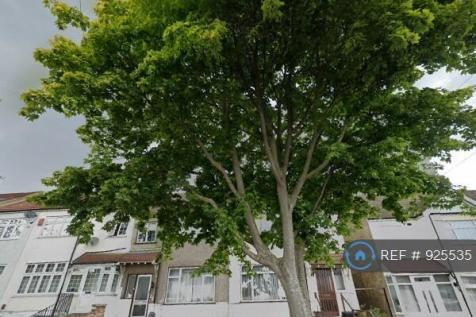 Park Road, London, NW4. 3 bedroom end of terrace house