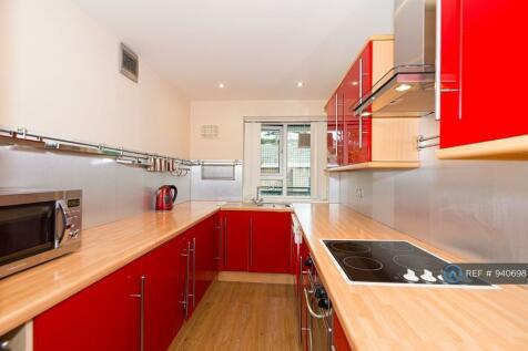 Smithwood Close, London, SW19. 3 bedroom flat
